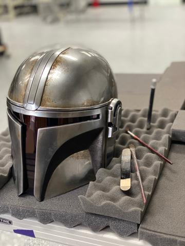The Mandalorian Helmet - ANOVOS STAR WARS  Mandal26