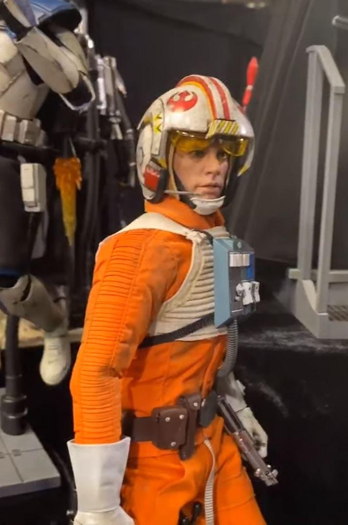 Luke Skywalker (Snowspeeder) Sixth Scale Figure – Hot Toys Previe15