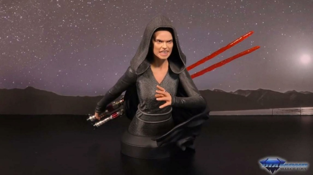 Dark Rey Bust with her double saber - Gentle Giant Showca28