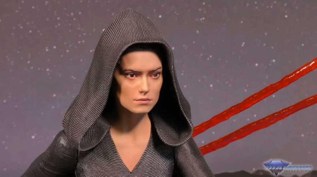 Dark Rey Bust with her double saber - Gentle Giant Showca30