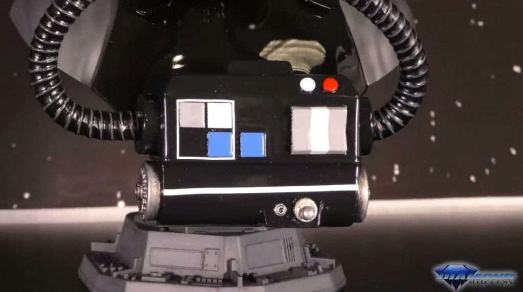 TIE Pilot Legends in 3-Dimensions Bust - Gentle Giant Showca67