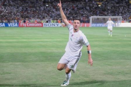 الجزائر تفوز على مصر وتحجز بطاقة التأهل لمونديال جنوب إفريقي Antar10