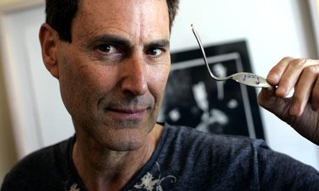 Spoon-bending for beginners: Teaching anomalistic psychology Israel10