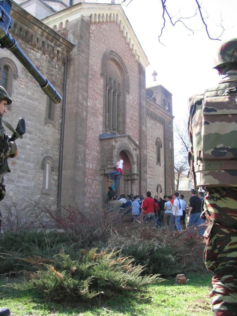 Les F.A.R et le maintien de la paix au monde - Page 3 Kosovo10