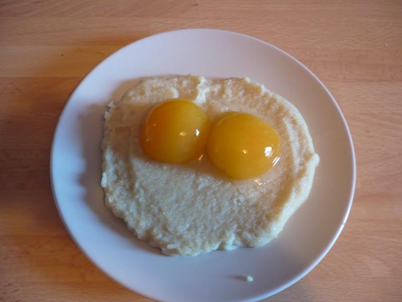 Oeufs au plat (semoule avec abricot) P1010817