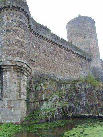 Le château de Fougères 710