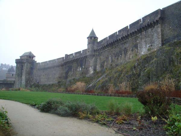 Le château de Fougères 910