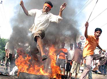Pictures of Hindu fundamentalists in India Vhp_ac10