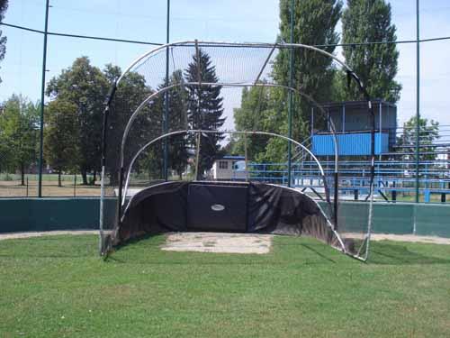 Terrain de Baseball en Croatie !! Backst11