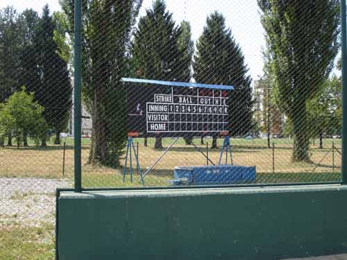 Terrain de Baseball en Croatie !! Score_11