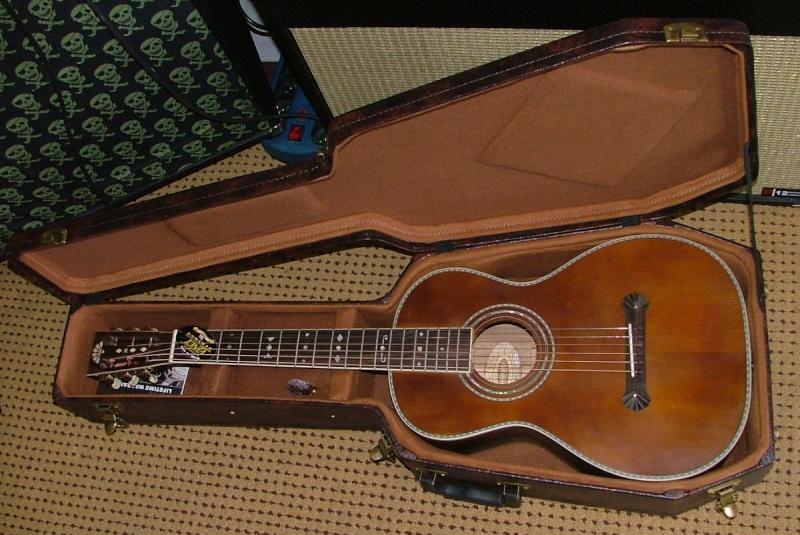 Guitares format Parlor Parlor10