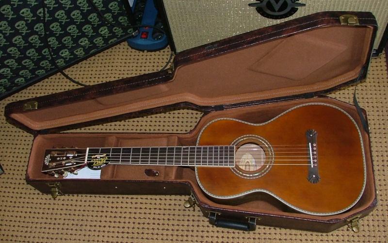 Guitares format Parlor Parlor11