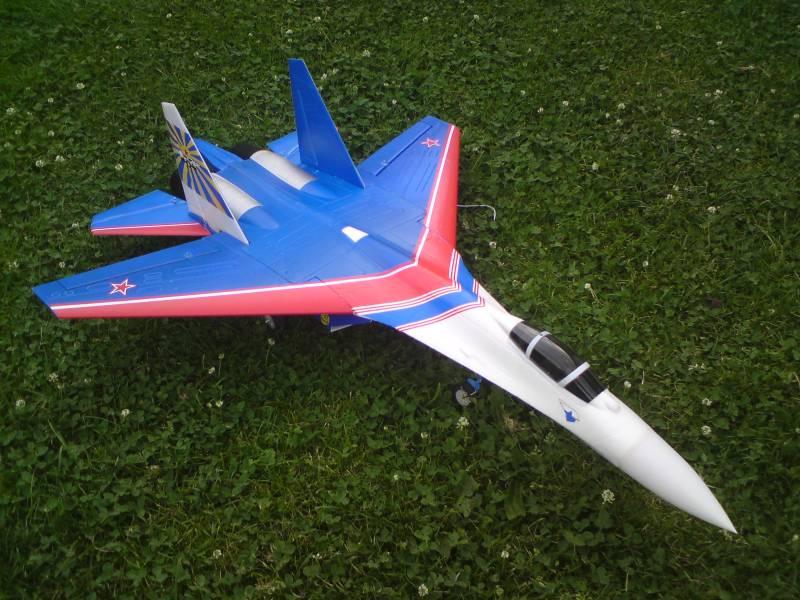Le SU 27 sukkoi et le F16 Su-27-10