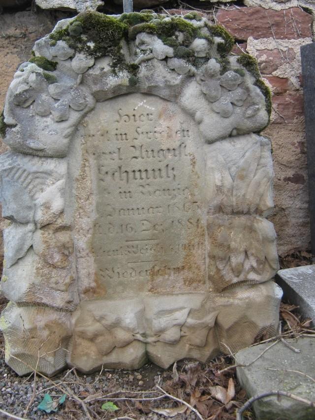 De l'autre côté du mur...du cimetière de Wangen Img_0317