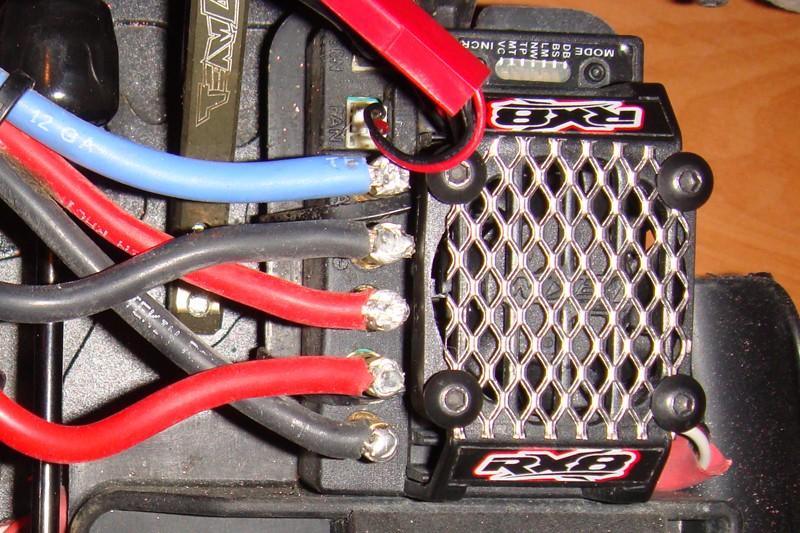 Montage moteur Castle sur support Losi Dsc06211