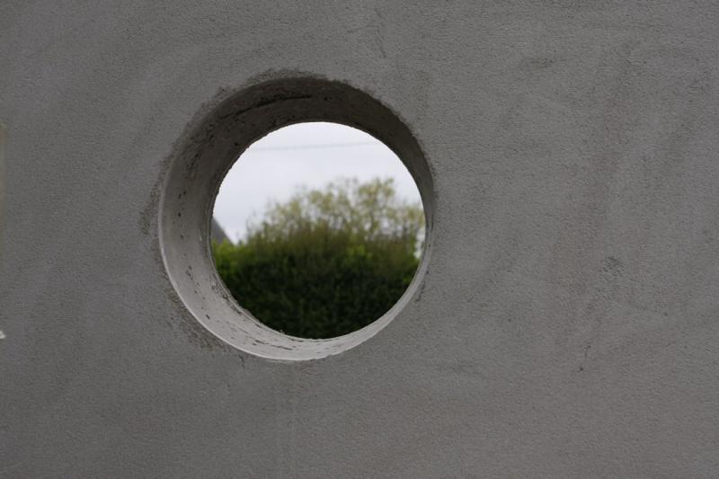Incérer un hublot dans un mur. 06_mai11