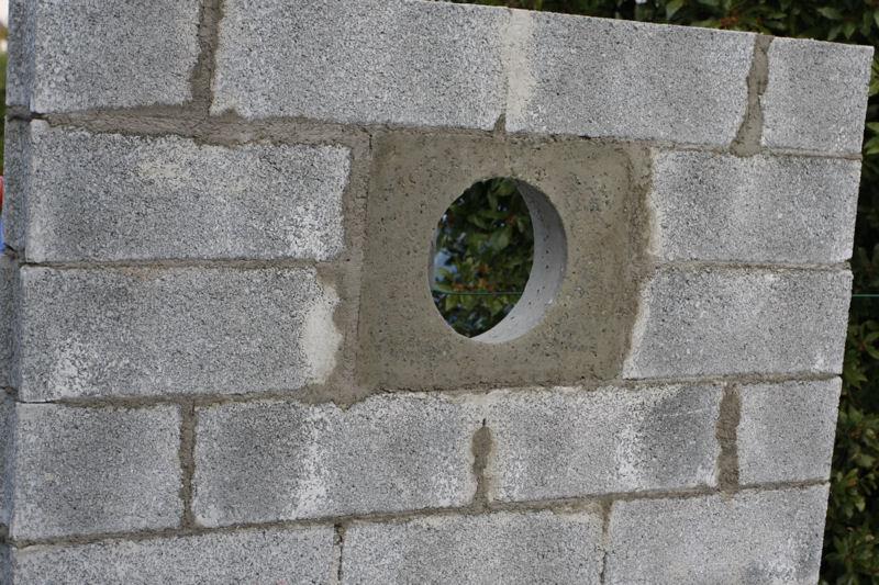 Incérer un hublot dans un mur. 19_avr11