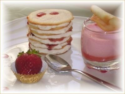 Gâteau à la crème et aux fraises/Petites crêpes étagés Desser10