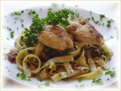Pâte aux persil-basilic et tomates séchées avec escalopes de poulet Sans_t38