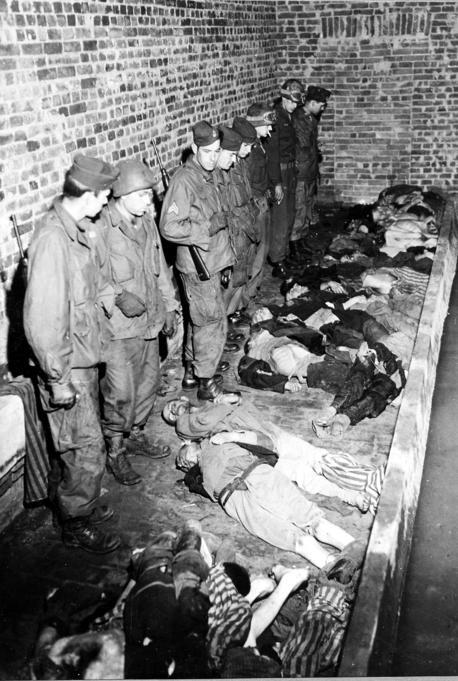 photos des camps de la mort, des ghettos, des prisonniers, des gardiens... Wobbel10