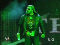 Triple H cherche 1 participant pour la wwe champion Vlcsna11