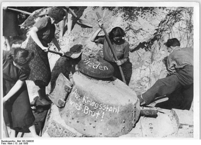 Quid de l'armement français (resté en France) durant l'occupation, stocké, utilisé, détruit? - Page 2 00027610