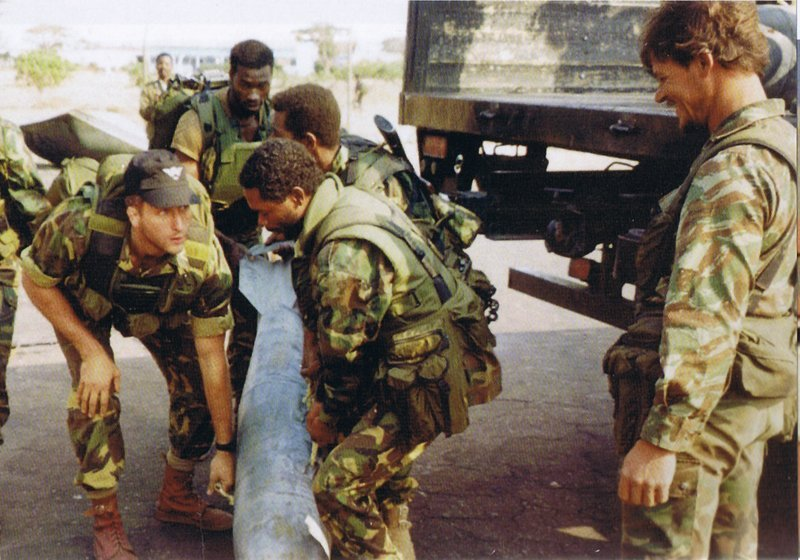 Cool photos of Mercenaries in Africa (Executive outcomes) Execut16