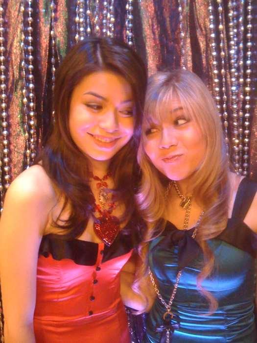 Quien es más bonita????..... Miranda o Jennette???? 37304710