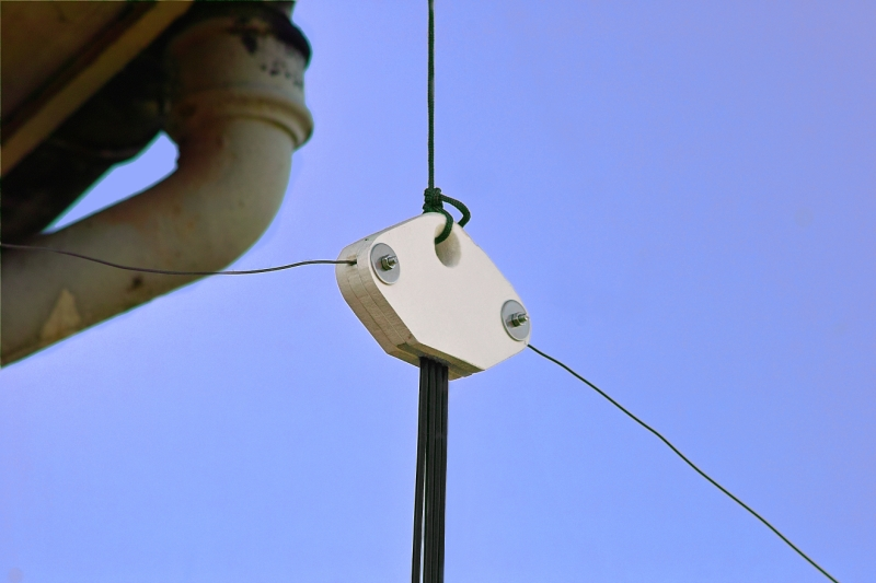 Low loss, high efficiency dipole feeder... Sdim4410