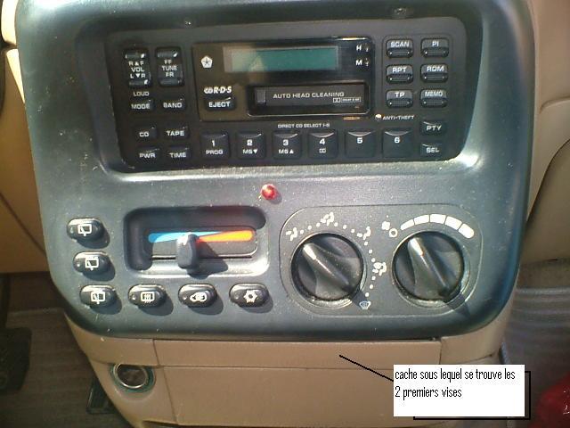 Comment brancher un autoradio sur Chrysler Voyager S2? Dscf0311