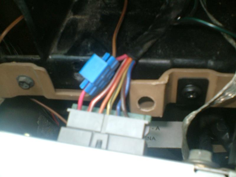 Comment brancher un autoradio sur Chrysler Voyager S2? Dscf0321