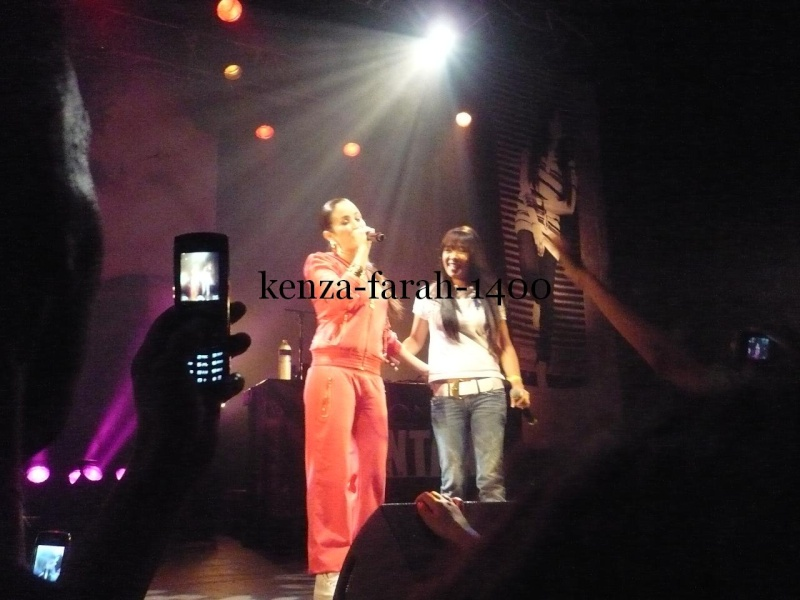 Mélissa au concert de kenza farah le 15 mai a marseille P1010515