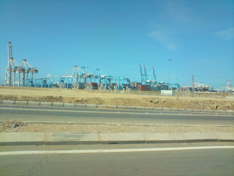 Tanger - Futur grand port de l'Afrique - Page 4 Dsc01117