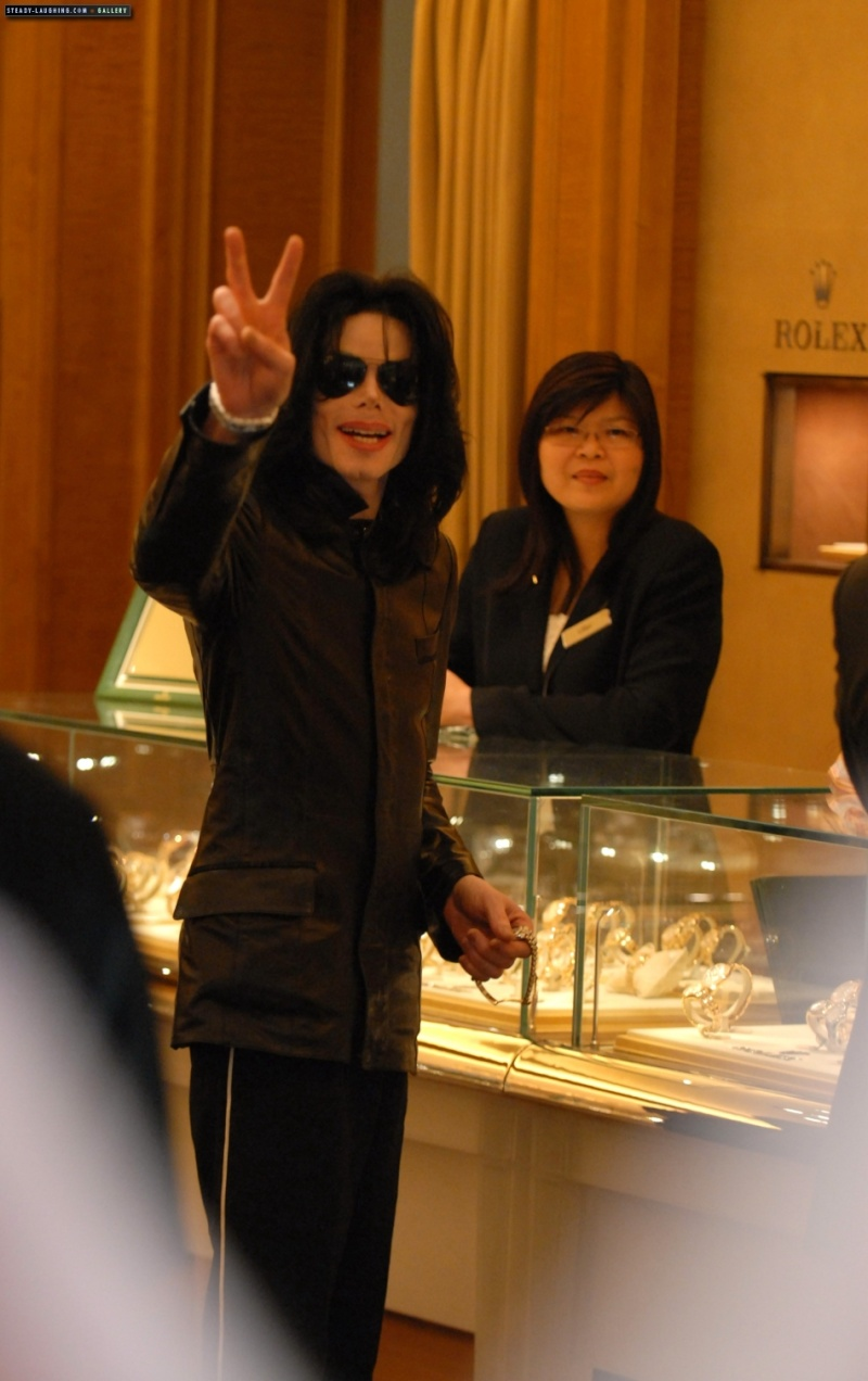 Not the real MJ at the 02 then? - Page 2 Michae28