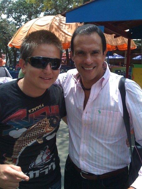Fotos de Alejandro bajadas desde su  celular.. 5211_111