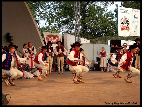 Groupes folkloriques polonais dans les pays francophones ou - Page 2 Gorale10