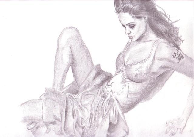Angelina Jolie [terminé] Angeli12