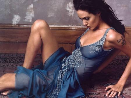 Angelina Jolie [terminé] Angeli15