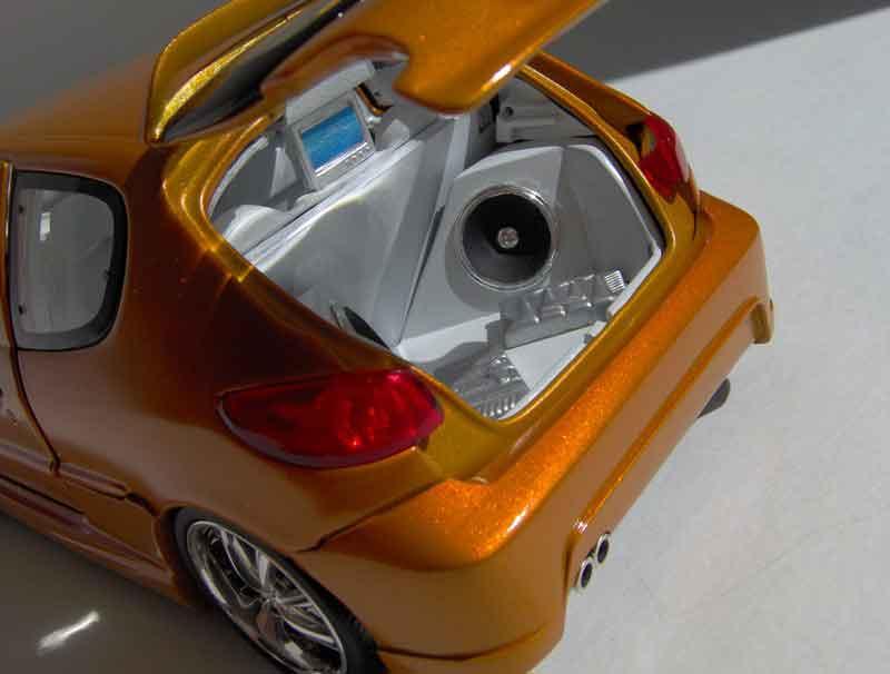 quelle que modelle de tuning sur des miniature une 206 RC Bull3113