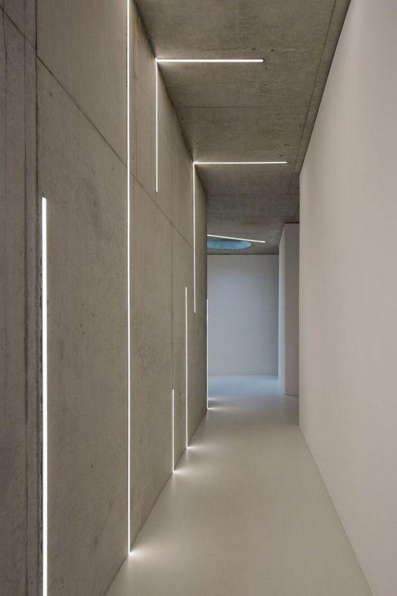 Couloir très long... très très long Leds110