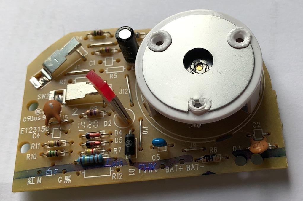 Voir la radioactivité : Fabriquez une Chambre à Brouillard Captu439
