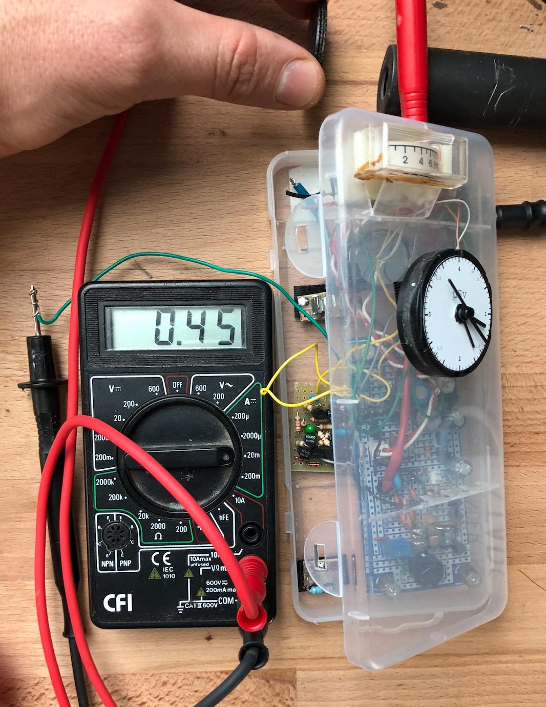 Un projet de compteur geiger à transistors - Page 2 Captu527