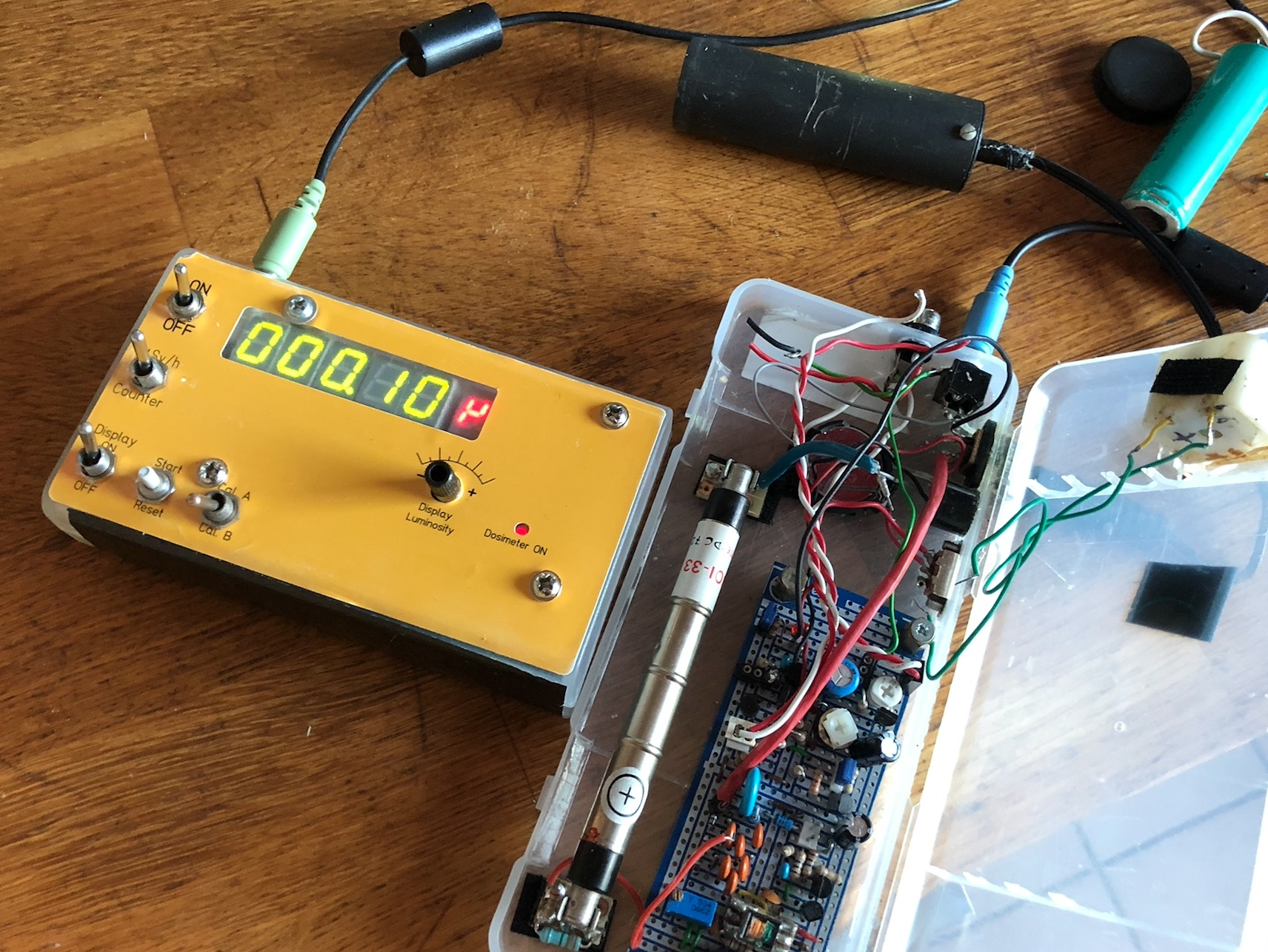 Un module pour votre Compteur Geiger : le compteur/dosimètre numérique (sans microcontrôleur & co) Captu599