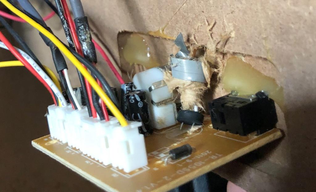 Mise en pratique et échanges autour de la réparation électronique : le Repair Café - Page 2 Captu739