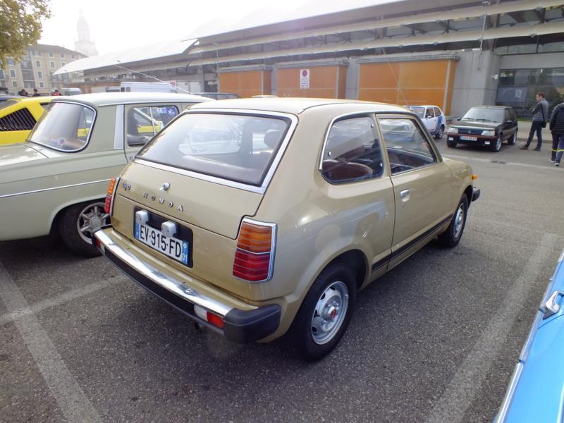 Enfin j'en ai une .. Honda CIVIC SB1 de 1977 1ère génération Dscf1811