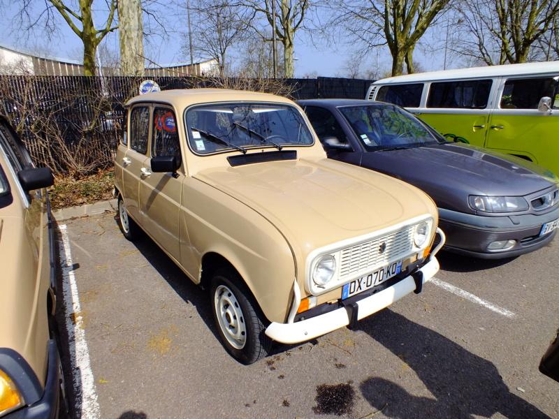 """La Renault R4 dit aussi """""""" Quatrelle """""""" Dscf2111"""