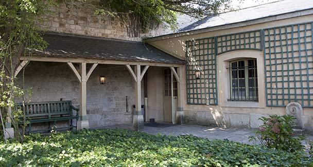 La Cour de la maison du Suisse au Petit Trianon 6b0f7410