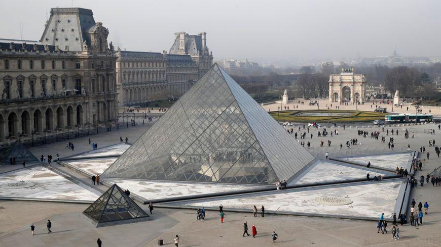 Les 30 ans de la pyramide du Louvre - Page 2 870x4811