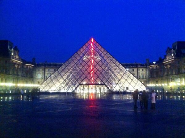 Les 30 ans de la pyramide du Louvre - Page 2 Bj6mve10