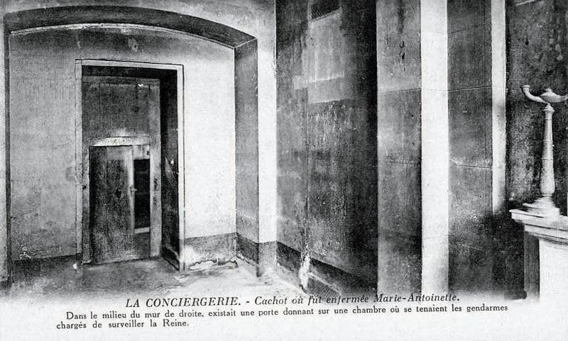La cellule de Marie-Antoinette à la Conciergerie   - Page 6 Cint210